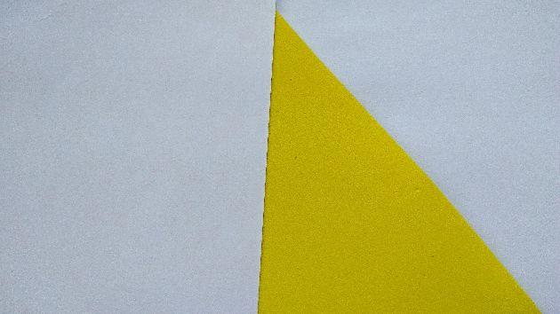 белая и жёлтая бумага